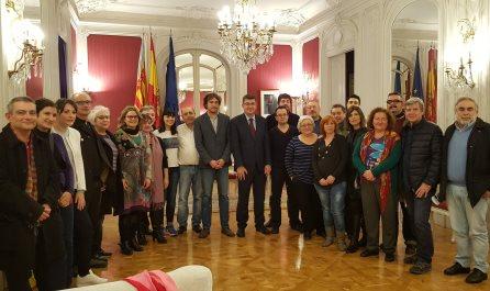 La UCEV participa en la lectura del Manifest Pels Nostres Drets Lingüístics a Les Corts junt a una trentena d'entitats