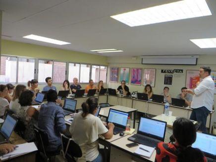 """Una vintena de membres de cooperatives d'ensenyament fan el curs sobre màrqueting educatiu """"Comunicar per a existir"""""""